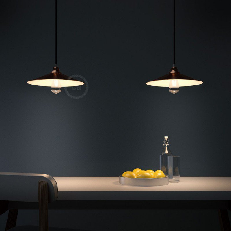 Suspension fabriquée en Italie avec câble textile, abat-jour Swing et finition en métal